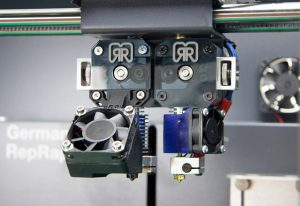 GermanRepRap_x350pro-dualextruder_1353_800px-582x400